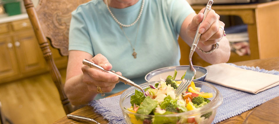 woman-eating-salad_resized